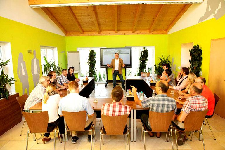 Seminarhaus Gruber Tischanordnung grosse Gruppe 2